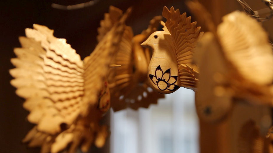 Fan-carving for the Birds