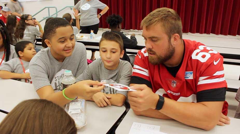 49ers Visit Williamson Elementary