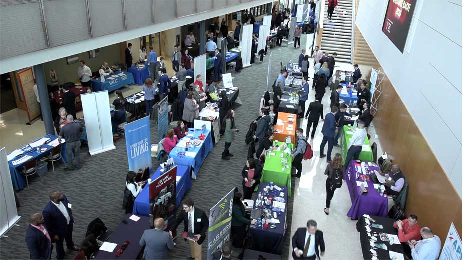 Business Students Begin Networking